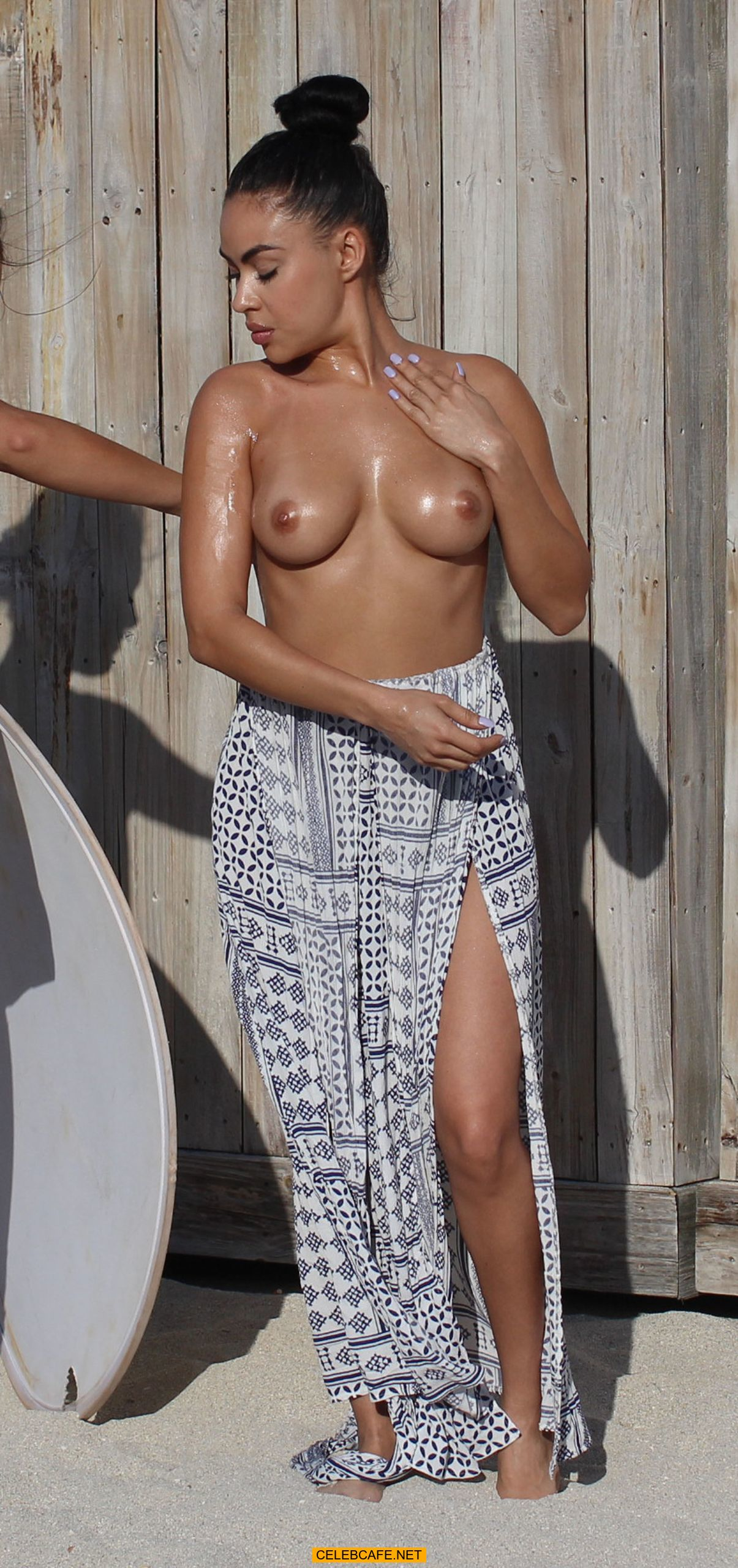 Alicia Bogo Desnuda topless and nude celebrity paparazzi pics. oops, nipslip