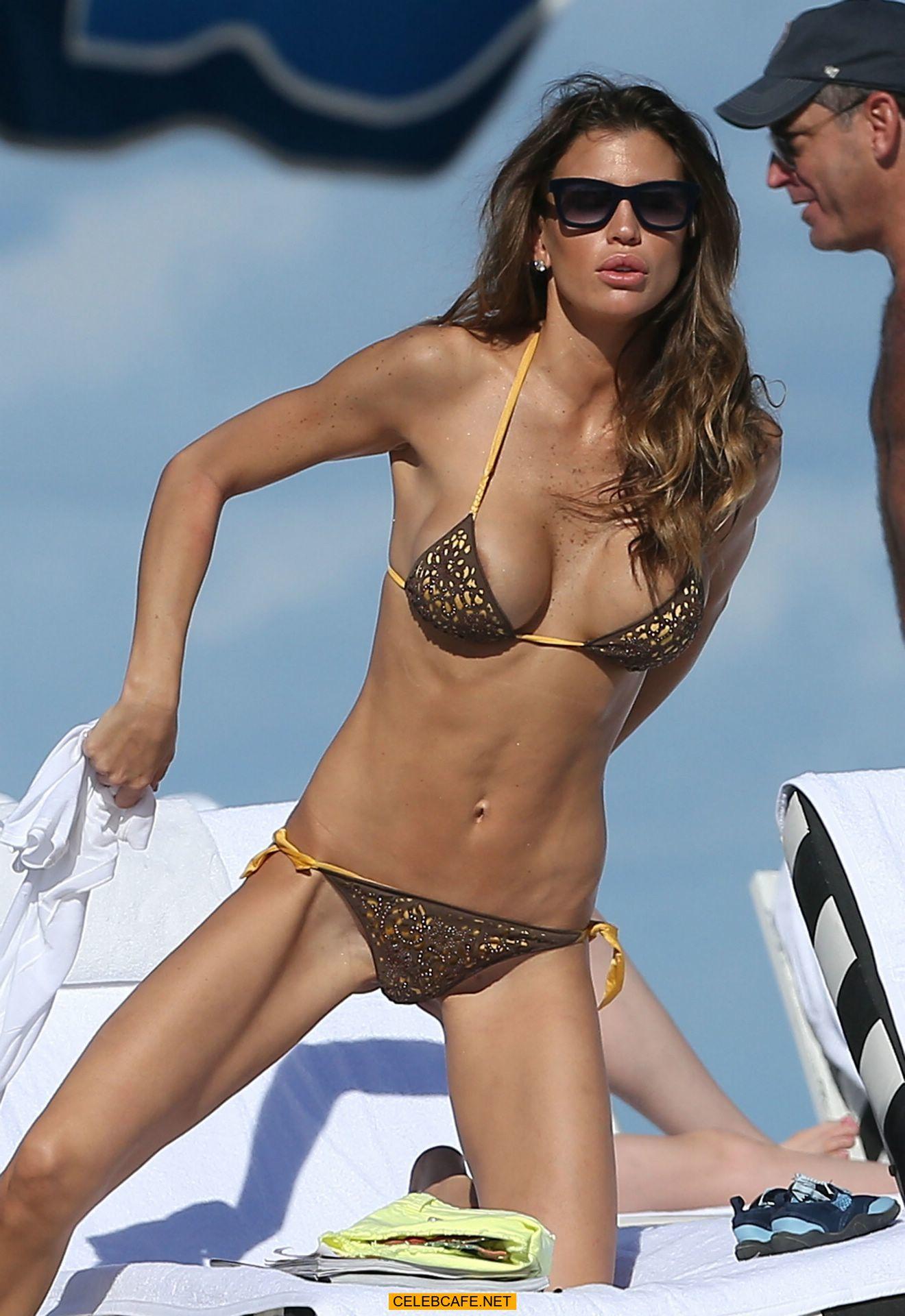claudia galanti cleavage in bikini candids