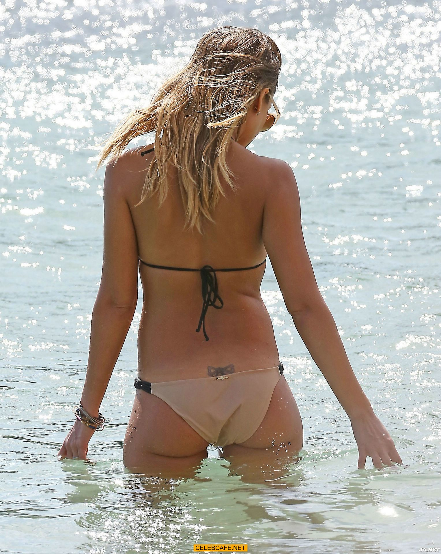 jessica alba in bikini on the beach in cabo san lucas