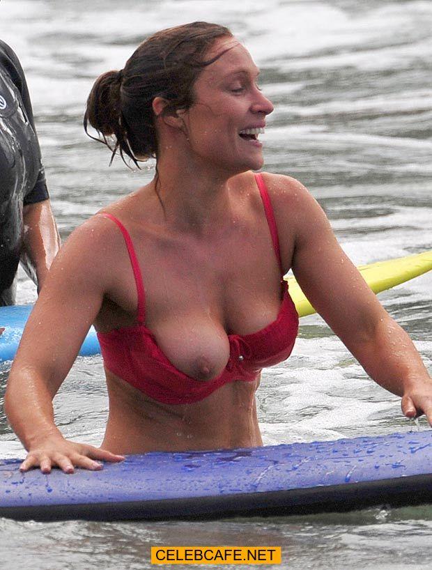 06 nov 2015 lisa gormley tit slip in sydney total 4 images