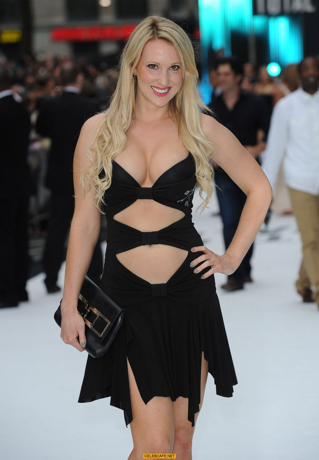 rebecca ferdinando cleavage and legs at the total recall uk premiere