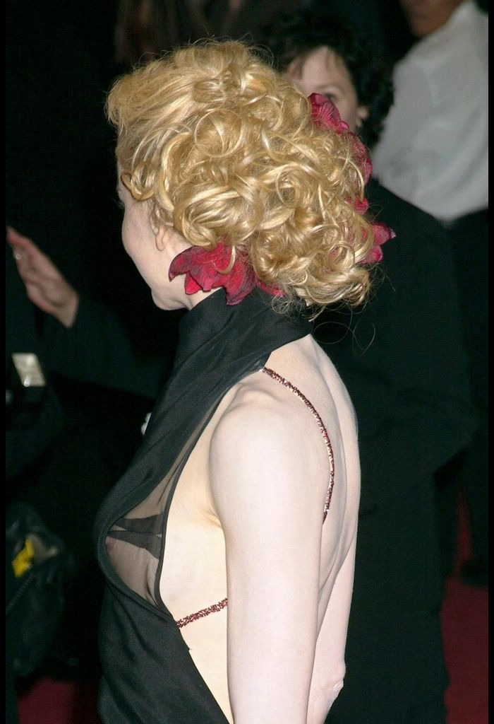 Nicole Kidman side of boob, shows titslip