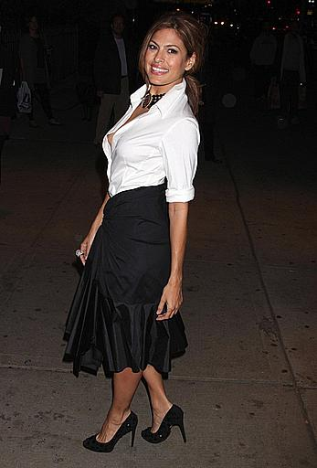 Eva Mendes nip at screening of Bad Lieutenant