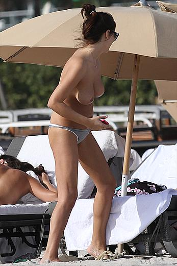 Aida Yespica shows her new nude boobs on a beach