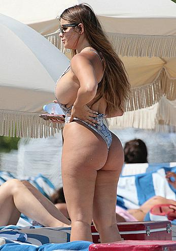 Anastasia Kvitko sideboob and ass on the beach