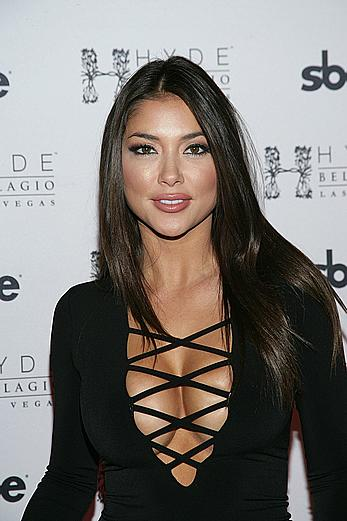 Busty Arianny Celeste shows sexy cleavage