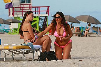 Claudia Romani and Elisa Scheffler in bikini at Miami beach