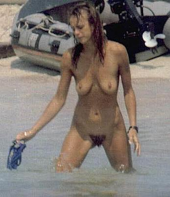 Emma Suarez fully nude on a beach and boat paparazzi pics