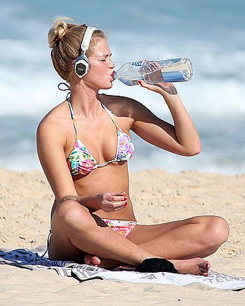 Erin Heatherton sexy a bikini at Coogee Beach
