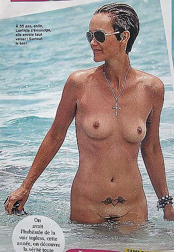 Laeticia Hallyday topless and fully nude