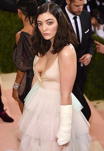 Lorde nipple slip at Costume Institute Gala in New York City