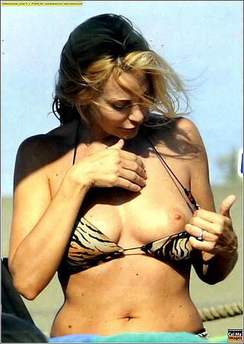 Stefania Orlando inspect her boob on a beach