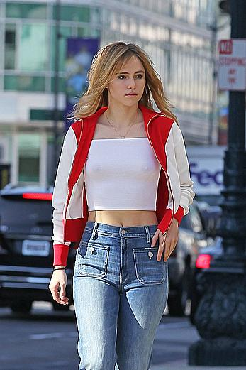 Suki Waterhouse braless under tight top