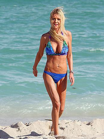 Tara Reid cleavage and cameltoe in bikini in Miami