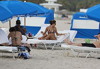 Alessandra Ambrosio enjoying the day at Miami Beach
