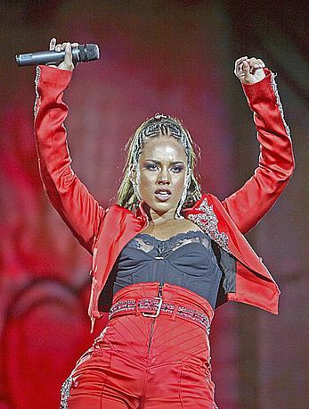 Alicia Keys nipple slip on the stage