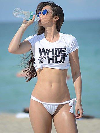 Anais Zanotti seen out relaxing on the beach