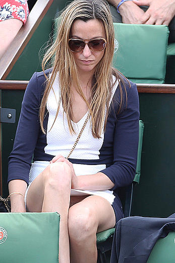 Anna Eberstein without pants at Roland Garros, shows her nude pussy