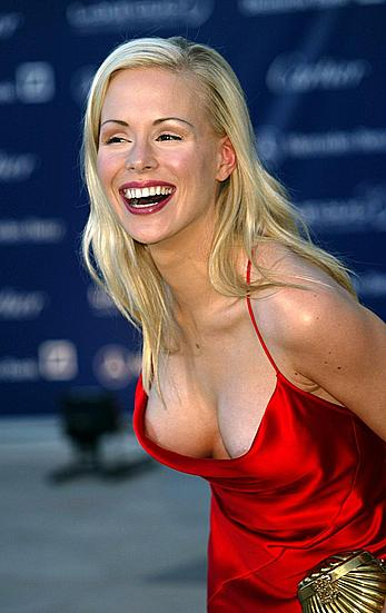 Ariane Sommer titslip in red dress paparazzi shots