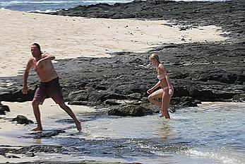 Ava Sambora in pink bikini in Hawaii