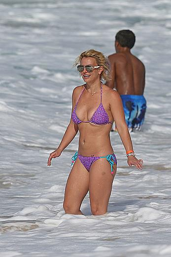 Britney Spears sexy in bikini on a beach in Hawaii