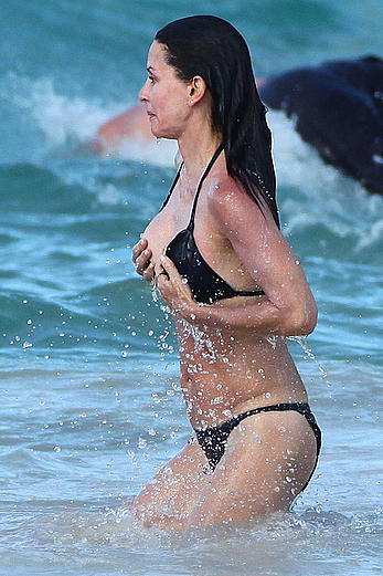 Courteney Cox nipple slip