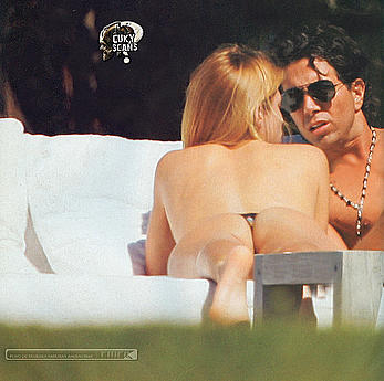 Daniela Urzi topless paparazzi pics