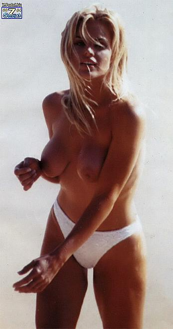 Gena Lee Nolin topless on a beach paparazzi photos