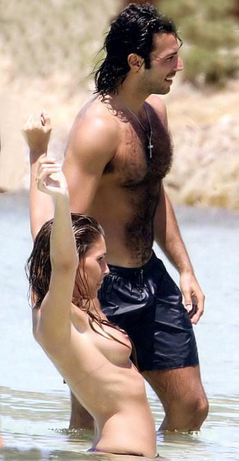 Guendalina Canessa topless paparazzi photos