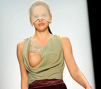 Hana Nitsche boobslip runway wardrobe malfunction shots