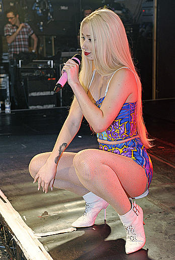Iggy Azalea exposed her ass when performing at G A Y Nightclub in London
