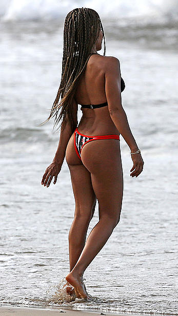 Jada Pinkett-Smith wearing a bikini in Hawaii