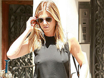 Jennifer Aniston pokies out in NYC