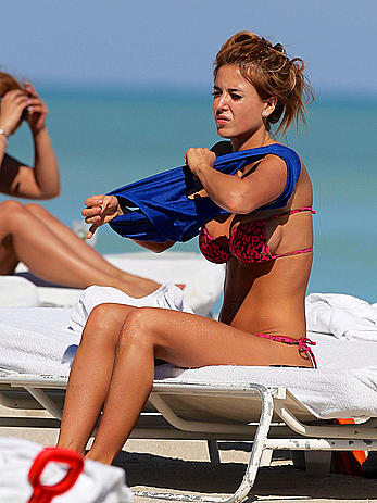 Busty Jesica Cirio areola slip on the beach in Miami