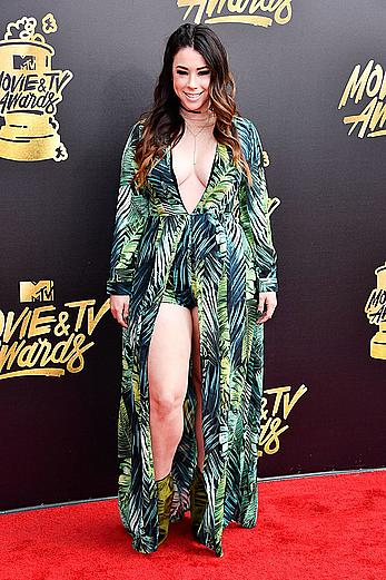 Jillian Rose Reed sexy at 2017 MTV Movie & TV Awards