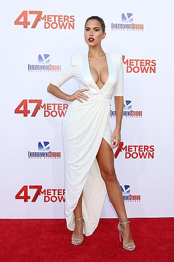 Kara del Toro legs and deep cleavage at premiere of 47 Meters Down