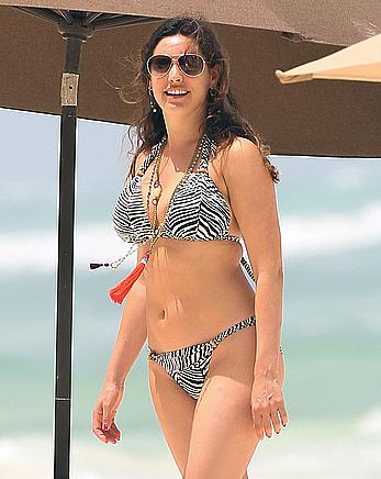 Busty Kelly Brook in zebra bikini in Greece