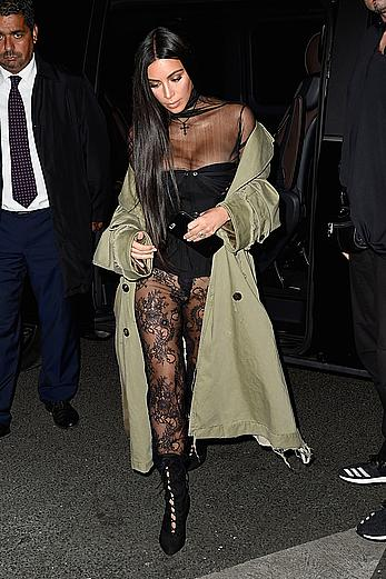 Kim Kardashian forgot her panties in Paris