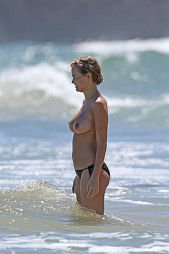 Lara Bingle topless, shows her great nude boobs in Hawaii
