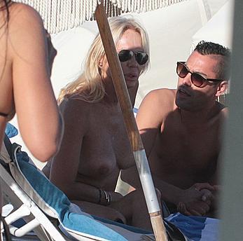 Lauren Foster sunabthing topless