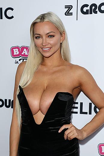 Huge boobs blonde Lindsey Pelas downblous