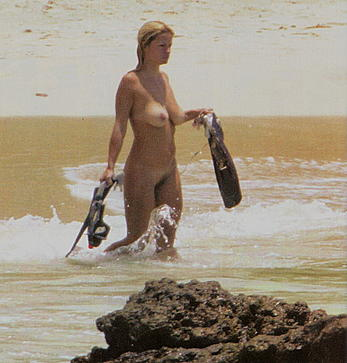 Lisa Marie fully nude in a ocean paparazzi pics