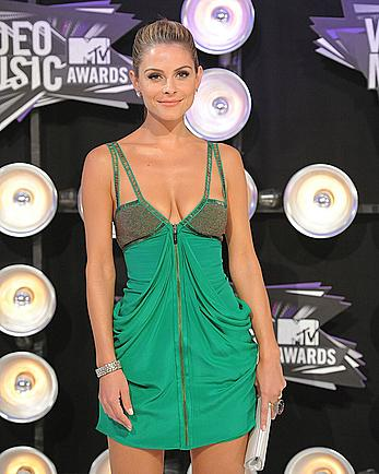 Maria Menounos deep cleavage in green dress at MTV Video Music Awards
