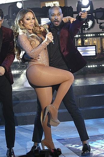 Mariah Carey sexy at New Year's Eve stage