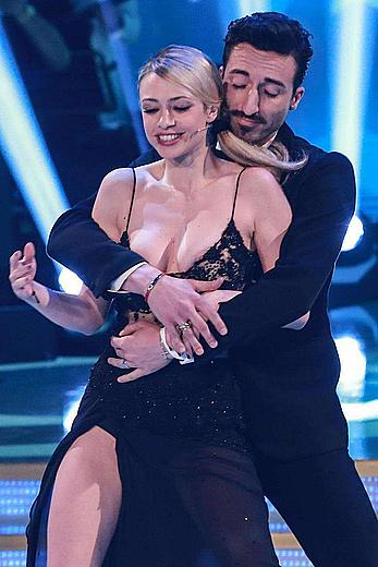 Martina Stella flashes her tits on Ballando con le Stelle (Dancing with the Stars)