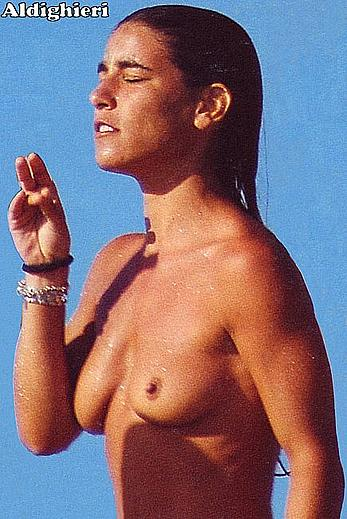 Paola Turci topless paparazzi photos