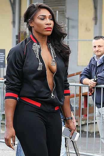 Serena Williams arrives to Gucci SS 2017 Women Fashion show shows cleavage
