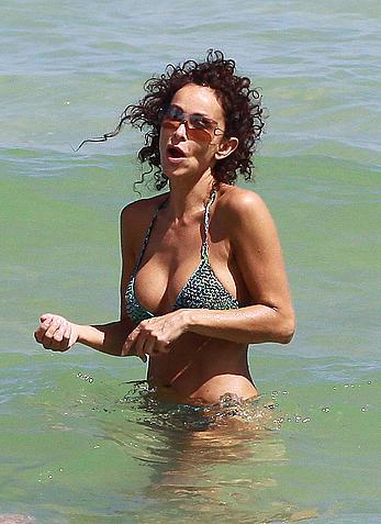 Busty Sofia Milos shows sexy cleavage in bikini