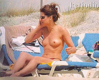 Spanish actress Sonia Ferrer topless on a bech paparazzi photos