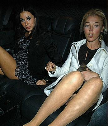 Tamara Beckwith upskirt in a car shows her pussy